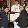 President of India presenting the Rajiv Gandhi Khel Ratna Award to Shri Jitu Rai